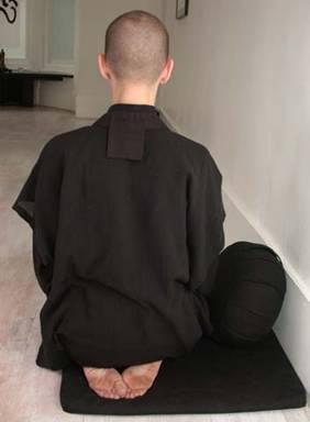 Moving into kneeling posture